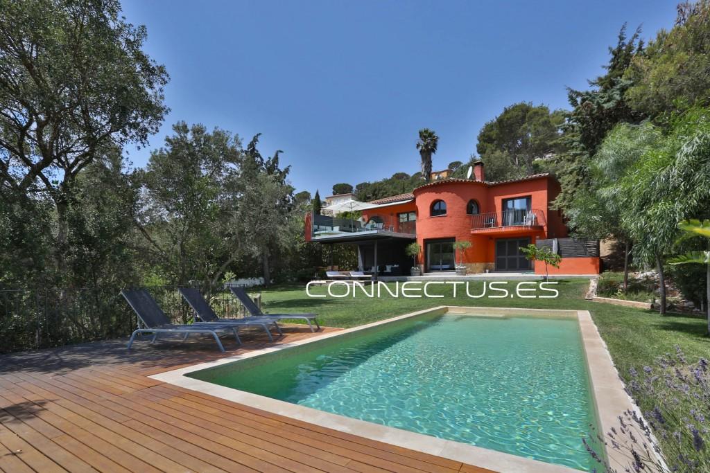 fotografo-especialista-fotografía-apartamentos-turisticos-casas-vacacionales-girona-barcelona-lleida-andorra-tarragona-connectus